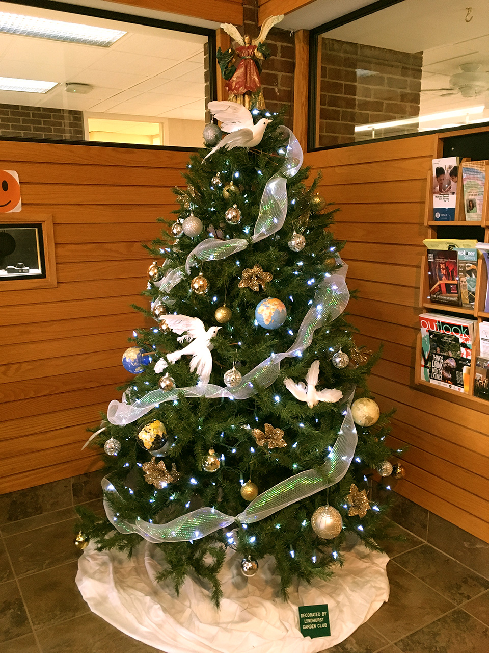 Special Thanks to the Lyndhurst Garden Club for Decorating our 2016 Christmas Tree!